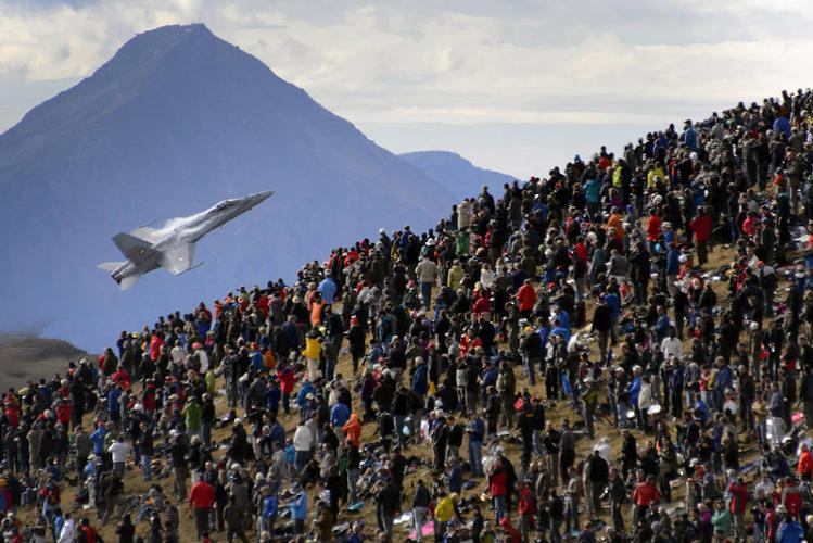 <p>An F/A-18 Hornet fighter aircraft of the Swiss Air Force doing a flight demonstration of the Swiss Air Force gets close to the crowd on October 11, 2012.</p>