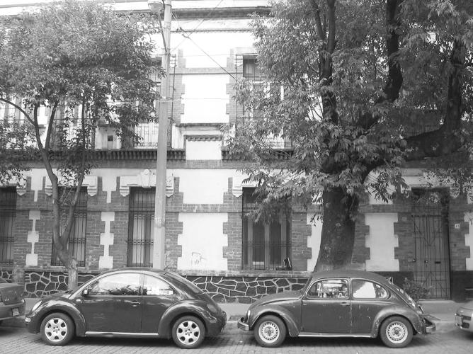 <p>A new Beetle and an older model parked in harmony in Mexico City in 2008. While their profiles are remarkably similar, the new Beetle features a less steeply angled windshield to reduce air resistance, in keeping with its sporty driving credentials.</p>