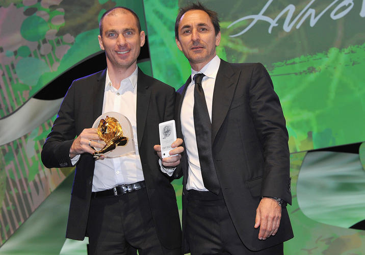 <p>YotaPhone CEO Vlad Martynov with Innovation jury president David Droga of Droga5 at the Cannes Lions International Festival of Creativity.</p>