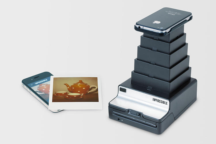 <p>The Instant Lab's 6-inch collapsible tower is topped by a snug tray, designed to fit the iPhone. Android trays are also in the works.</p>