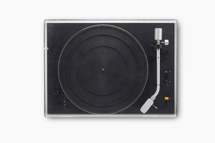 <p>Note the used of brushed aluminum, and the color and texture contrast with the deep black of the phonograph's body…</p>