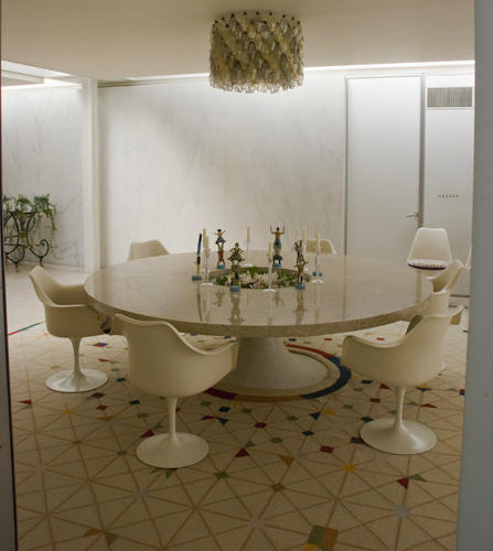 <p>The Saarinen-designed Tulip chairs and table</p>
