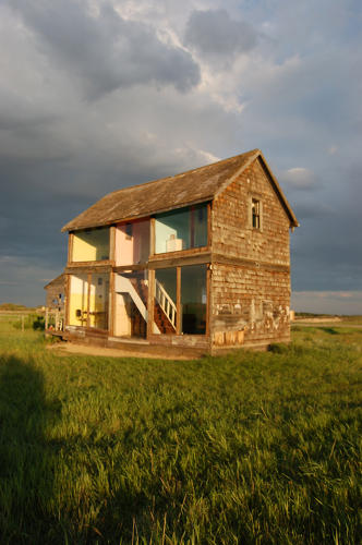 Artist Turns An Abandoned Home Into Life-Sized Dollhouse ...