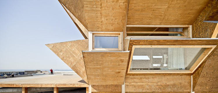 <p>The angle and size of the modules means that more sunlight enters in the winter, helping heat the building. In the summer months, the inside remains shaded and cool. Photo credit: Adria Goula</p>