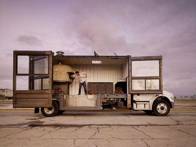 <p>At Del Popolo, Jon Darsky serves up legit Neapolitan pizza from a flatbed truck.</p>