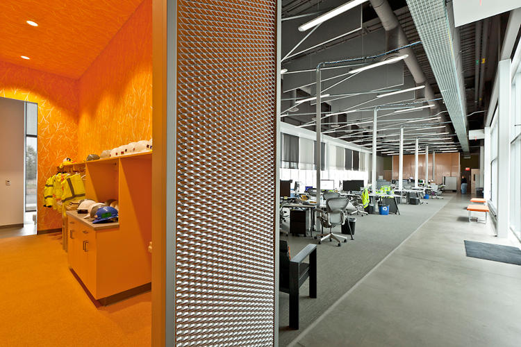 <p>Every workspace in the building has views of the desert landscape and natural light from at least two directions.</p>