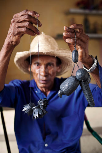 <p>In the state of Piauí, Rosenbaum's team worked with local craftsmen who make jewelry and trinkets from recycled tires…</p>