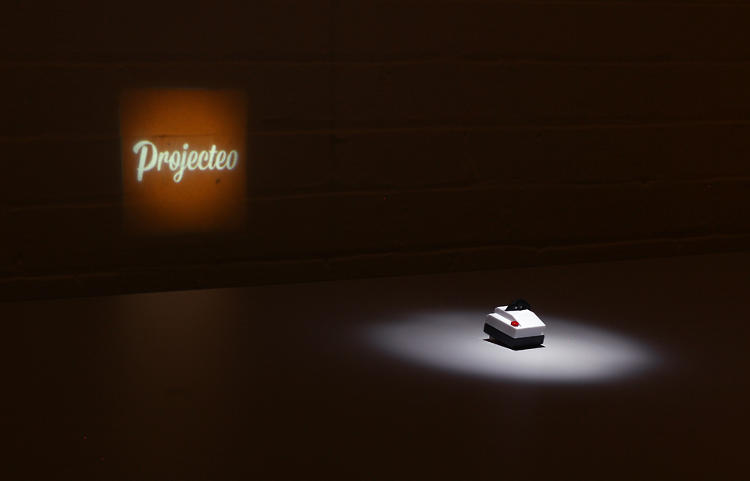 <p>Projecteo is a mini projector for your Instagram account.</p>
