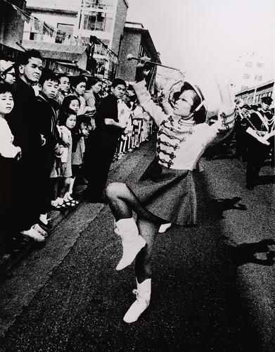 <p>The exhibition brings together painting, film, sculpture, and photography, like Moriyama Daidō's <em>Baton Twirler</em> (Baton towarā), from 1967.</p>