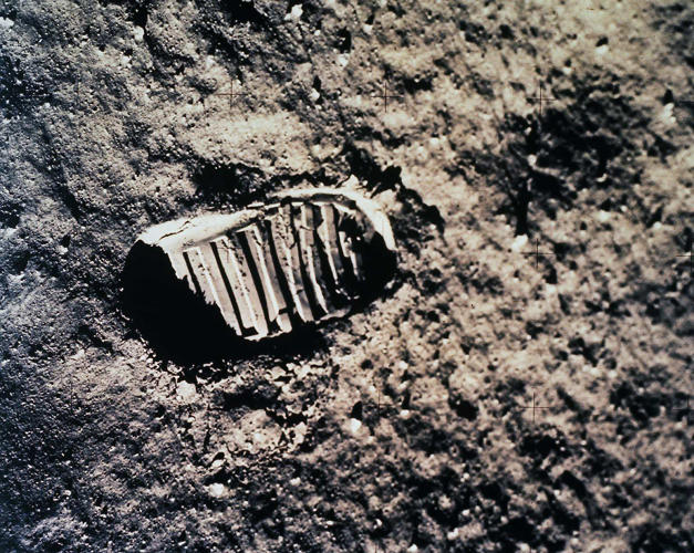<p><strong>Moonprint</strong><br /> A close-up view of an astronaut's footprint in the lunar soil.</p>