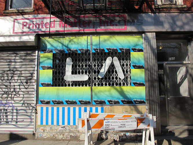 <p>To accompany the show, Buren has also plastered posters across Manhattan.</p>