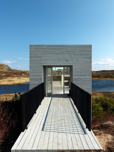 <p>Bridge Studio by Saunders Architects, a single-room office that juts off a rocky outcropping on the Newfoundland coastline.</p>