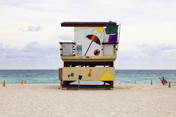 <p>Another beach shack by Leo Caillard.</p>