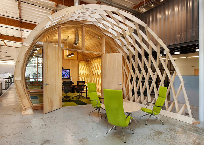 <p>It's got other &quot;cool office&quot; touches, like open desks, a fully stocked kitchen, and an assortment of neat chairs.</p>