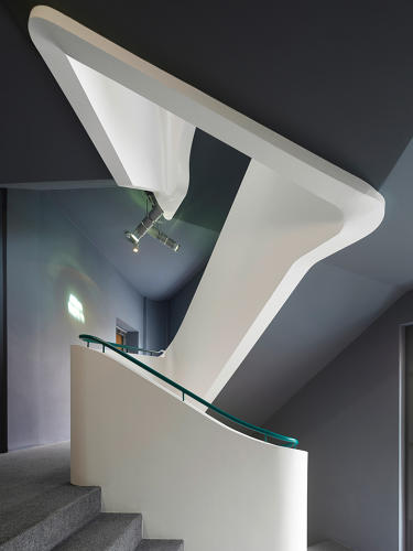 <p>A modern-styled, curving stairway that connects all of the levels together.</p>