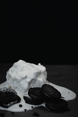 <p>The ur-boy band chills out with Häagen-Dazs ice cream and Oreos.</p>