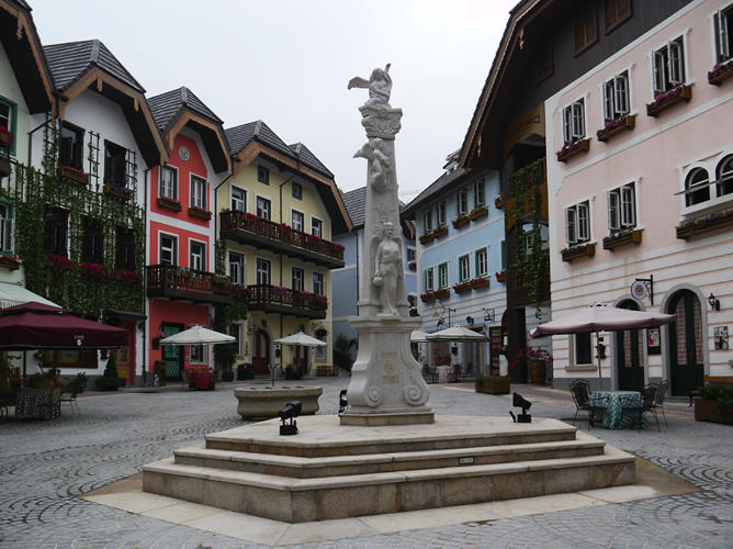 <p>The forgery, located just outside Guangzhou, copies the entire hamlet of Hallstatt, a fairytale Austrian town complete with town church and picturesque lake.</p>