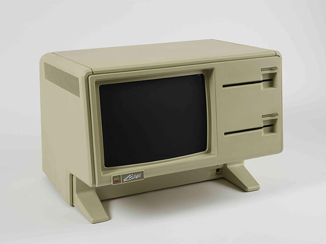 <p>Apparently, not all items were worthy of collector status: this Apple Lisa Computer didn't sell.</p>