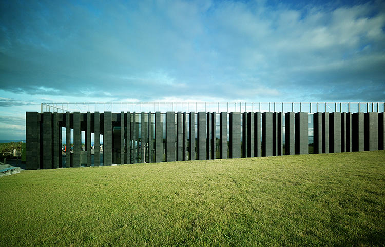 <p>Sited on the edge of Northern Ireland's coast, this new visitors center is elegantly integrated into the landscape.</p>