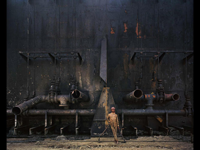<p>A worker at the oil tanker graveyard.</p>
