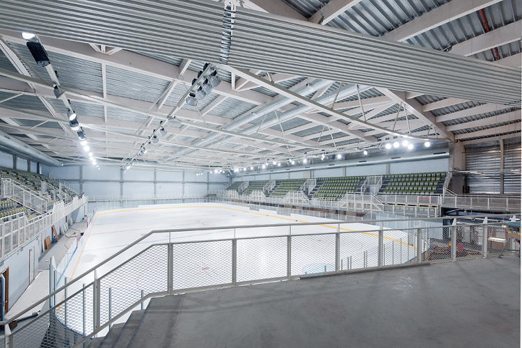 <p>The Olympic-sized rink has 1,200 seats, and room for 12 man-sized hockey players, or 1,800 members of the skating public.</p>