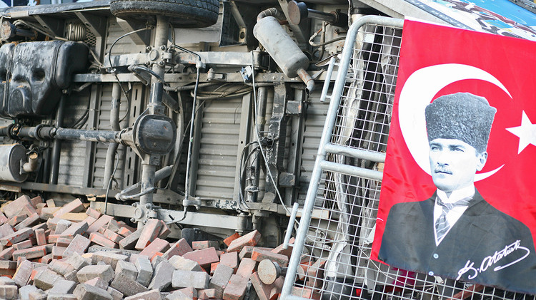 <p>These barricades began popping up around the protests in Istanbul.</p>