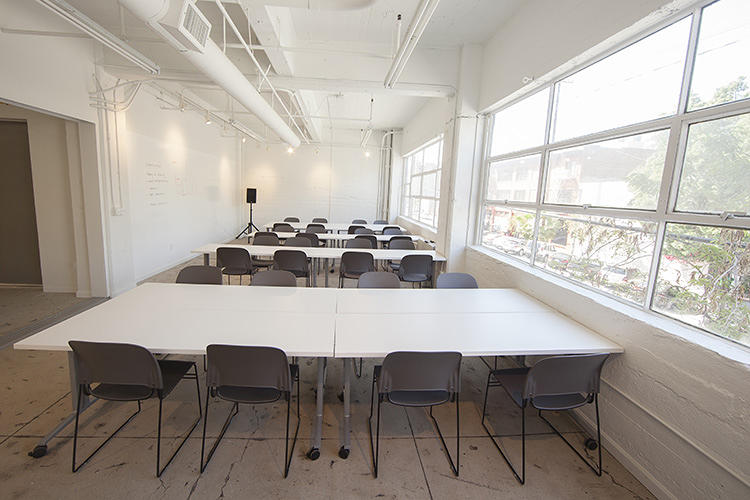 <p>There's a 35-person screening room that can be rented out for $125, conference rooms, a mobile green screen, two video editing bays, and a computer station to try-before-you-buy expensive software.</p>