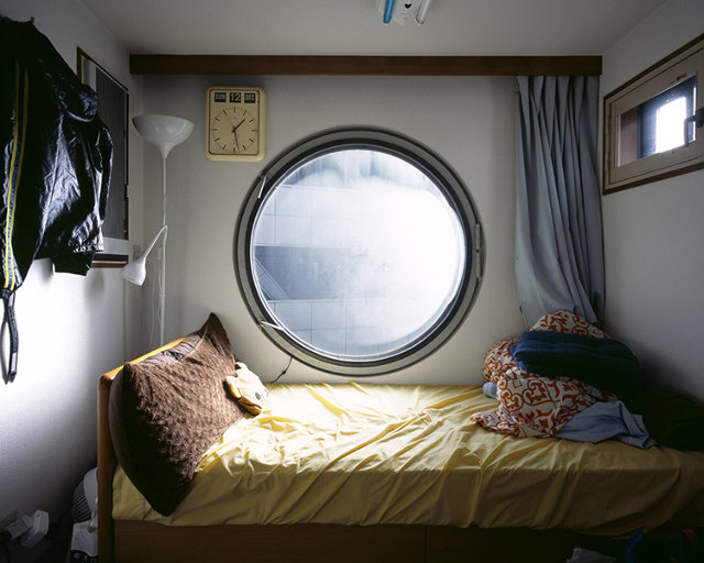 These photos of tiny futuristic japanese apartments show for Appartement design tokyo