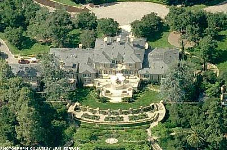 <p><strong>Resident:</strong> Oprah Winfrey<br /> <strong>Net Worth:</strong> $1.5 billion<br /> <strong>Location:</strong> Montecito, California<br /> <strong>Estimated Price:</strong> $50 million<br /> <strong>Size:</strong> 23,000 sq. ft.<br /> The media mogul's house wasn't even on the market when she set her eyes on it, but her offer couldn't be refused. The estate, along with the barn, the two ponds and the lake, became hers in 2001. Since then she has built a home theater, populated the manmade lake with rare fish, and decorated the quarter-mile long driveway with Montecito sandstone bricks. Her closet is the size of a master bedroom in her very own version of the Hearst Castle.</p>