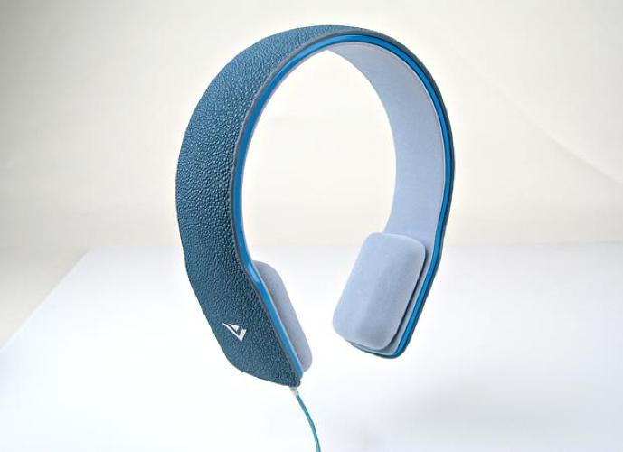 <p>Another design from SKD, these <a href=&quot;http://www.vizio.com/news/AtCES2010VIZIOGoesBeyondTVRevealingExcitingUpcomingTechnologies&quot;> headband-style headphones </a> come in a variety of fashion finishes, including hand-stitched leather and the always-popular blue stingray hide.</p> <p<script type=&quot;text/javascript&quot;> digg_url = 'http://www.fastcompany.com/pics/hippest-headphones-ces-2010'; digg_skin = 'compact'; </script> <script src=&quot;http://digg.com/tools/diggthis.js&quot; type=&quot;text/javascript&quot;></script></p>