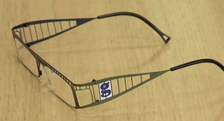 <p>The Guardian's editor introduced the augmented reality Guardian Goggles in a neat video, complete with fake stats and infographics.</p>