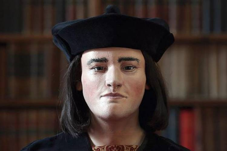 <p>Using a 3-D scanner on the recently unearthed remains of Richard III, researchers at the University of Dundee were able to print a likeness of the infamous king's face.</p>