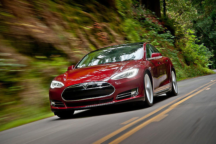 <p>Should major automakers be concerned about the fact that Tesla's market cap is rapidly approaching the levels of Ford and General Motors? Of course.</p>