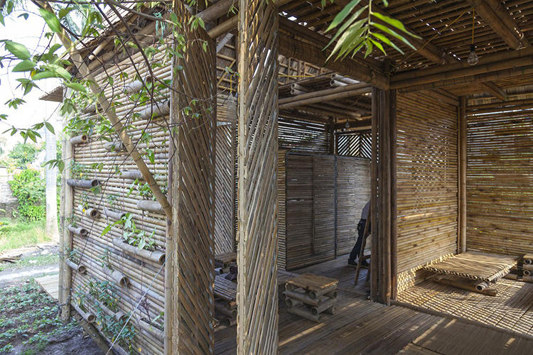 <p>Exterior screens and interior partitions are made of thin bamboo modules that are stacked in different configurations.</p>