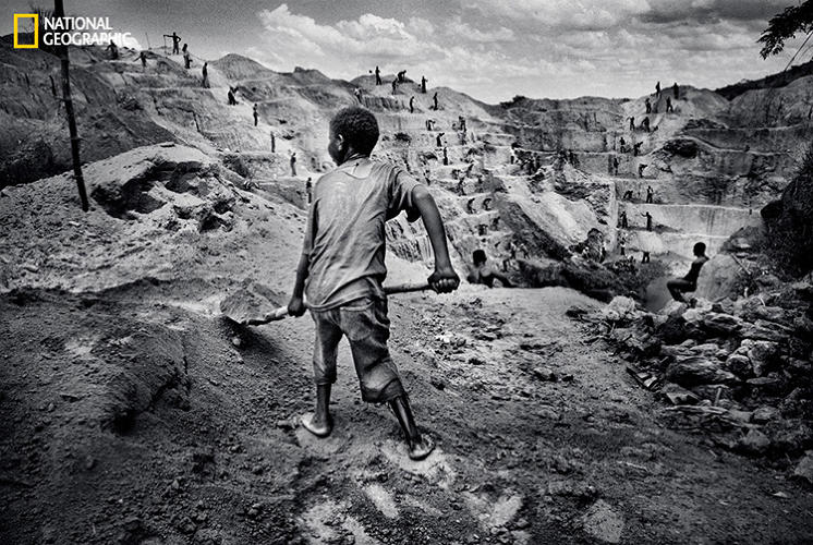 <p>A child is put to work at a militia-run mine in Watsa.</p>