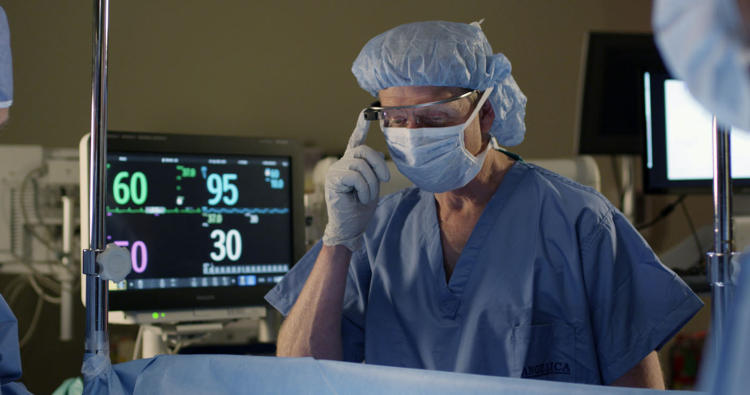 <p>Anesthesiologist can keep their eyes on patients while also viewing vital signs on IntelliVue and Google Glass.</p>