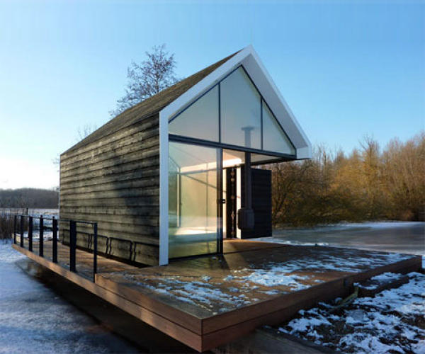 <p>Another Scandinavian gem--indoor/outdoor, open concept recreational cabin on the lake designed by 2by4-architects.</p>