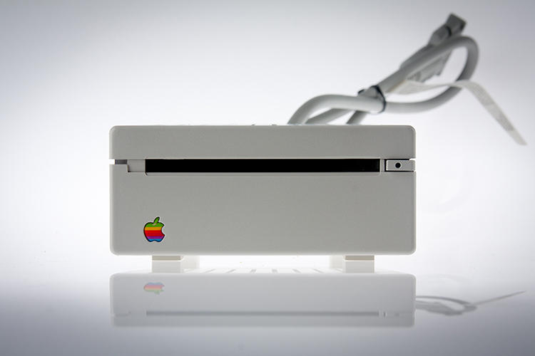 <p>Today, Apple photographs its products to emphasize each gadget as an <em>objet d'art</em> and Zufi aimed to achieve the same look for its older products.</p>