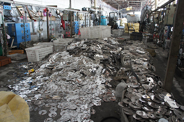 <p>A <a href=&quot;http://shanghaiscrap.com/2013/09/scenes-from-a-junkyard-planet-the-platters/&quot; target=&quot;_blank&quot;>south China factory devoted to the recycling of hard drive platters</a>.</p>