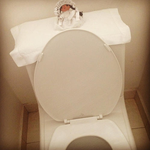 <p>Reader ‏@fer_gandara1h's toilet in Mexico.</p>