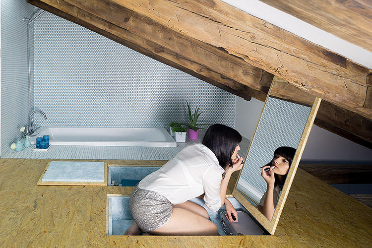 <p>Transparent panels slide along rails to create different rooms--the kitchen can be separated from the living room, or the owner can create a temporary guest room.</p>