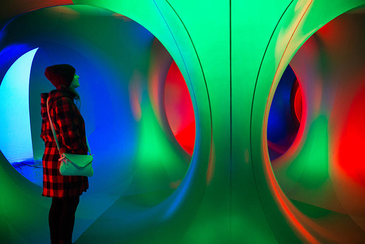 <p>The walls of the lumuniarium are made of multicolored, PVC-like plastic that allows the sun to illuminate each room. There's no electricity involved.</p>
