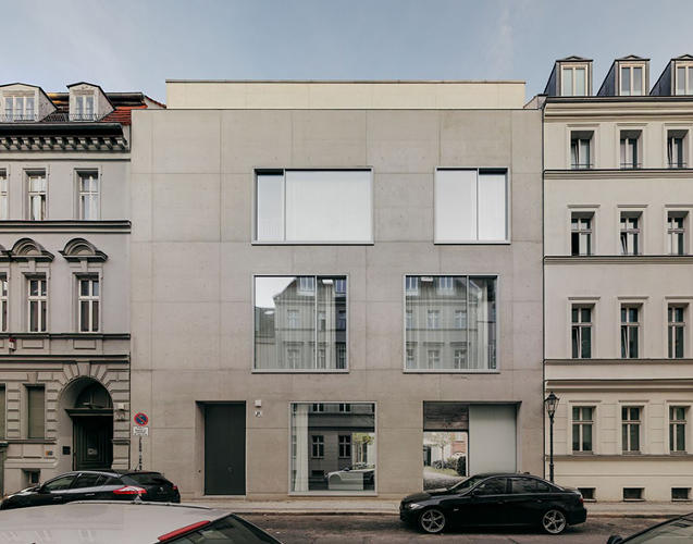 <p>The exterior of David Chipperfield's London home.</p>