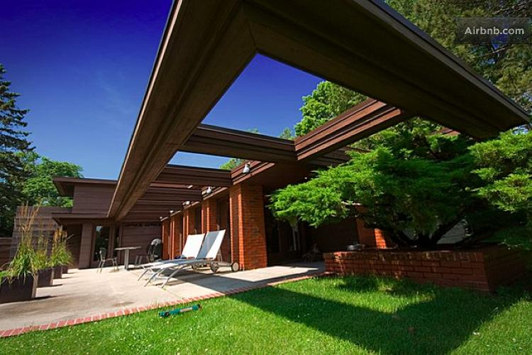 <p>This <a href=&quot;https://www.airbnb.com/rooms/13783&quot; target=&quot;_blank&quot;>Frank Lloyd Wright-designed house</a> in Two Rivers, Wisconsin, has been featured on the Travel Channel's <em>Amazing Vacation Homes</em> show. Apparently it has great bird feeders, too.</p>