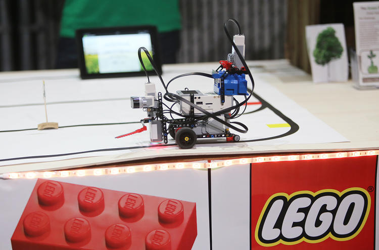 <p>The Lego Mindstorms EV3 &quot;Build 4 Good&quot; challenge in Seattle tasked teams from Amazon, Egencia, Expedia, HTC, Nordstrom, Xbox, and zulily to build robots that creatively solve everyday problems.</p>