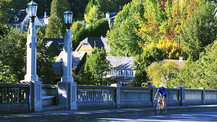 <p>Portland, Oregon, tops the U.S. Census Bureau's list of most popular bike commuting cities.</p>