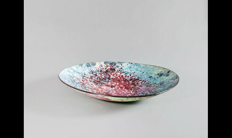 <p>The bowls are made with layers of enamel.</p>