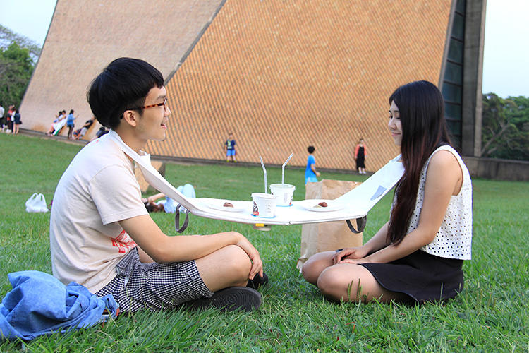 <p>By literally strapping two people together for the duration of the meal, it forces them to pay attention to each other.</p>