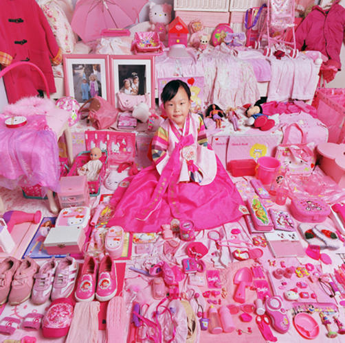 <p>Every few years, she returns to photograph some of the same children, showing how their tastes have changed. &quot;As girls grow older, their taste for pink changes,&quot; she says. &quot;Usually, their tastes change to purple.</p>