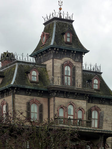 Why Are Victorian Houses So Creepy